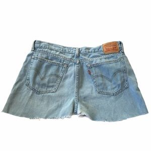 Levi's Cutoff Light Wash Boyfriend Jean Shorts 30